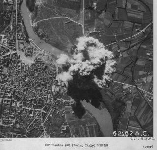 bombe esplodono al Ponte della ferrovia nord di Torino