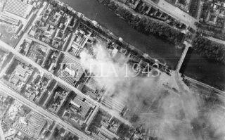 ricognizione dopo un raid su Torino da un aereo nella notte del 12-13 luglio 1943 mostra danni proprietà industriali e commerciali a nord del fiume Dora Riparia