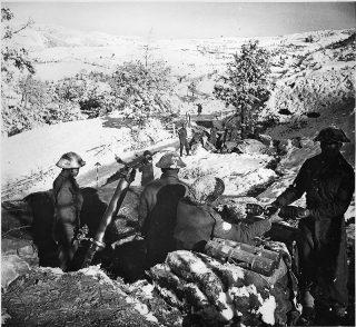 American Indian mortai insediamenti M30 nella posizione sotto Bologna