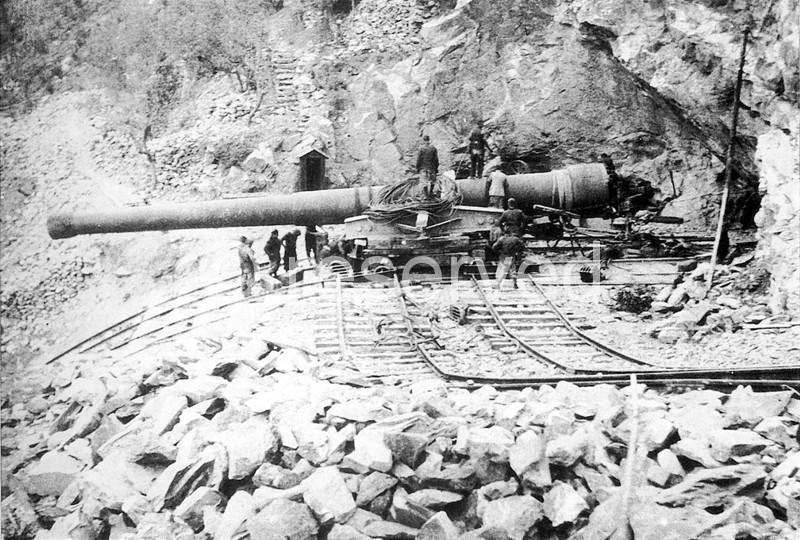 bombardamenti aerei genova i t a l i a 1943