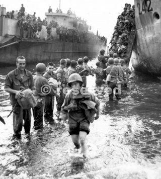 INFERMIERI statunitensi Debark LCI nel Golfo di Napoli