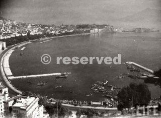 Napoli dopo che i tedeschi furono espulsi dalle forze alleate, lasciando dietro gli edifici intrappolati elettronicamente Ottobre 1943_napoli guerra