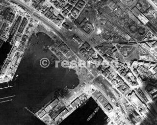 Questa fotografia fatta da un aereo di ricognizione fotografico prima del raid aprile 1943 napoli porto_napoli guerra