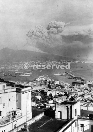 Scene from a hill high above Naples Italy Mt Vesuvius 1944_napoli guerra
