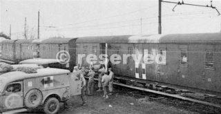 Treni-ospedale che prendono feriti nella campagna 1943-1944 inverno basare ospedali nella zona di Napoli