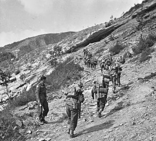 Troops of the 1st British Infantry Division monte pratone 1944