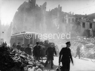 21-milano bombardata-archivio