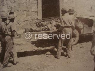 Anghiari arezzo un ferito viene caricato su di una jeep