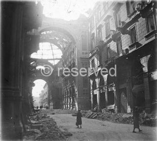 Milano,_Galleria_Vittorio_Emanuele_II_(bombardata)_02