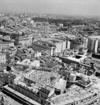 milano P_zza_Duomo_Pan_Lato_Nord_Est_Meda_1943
