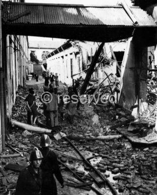 milano Fabbrica in Via Messina bombardata