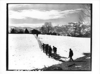 1 Battaglione proprio sotto la cresta del Monte Belvedere conquistata dalla 10 Divisione di Montagna 5 Armata Ref.341889 Località Monte Belvedere 1945 Fotografo Baker