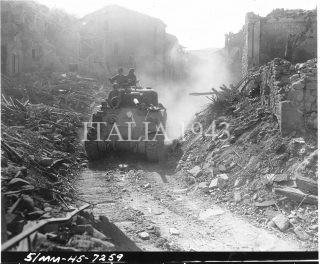 20 APRILE 1945-Quinta Armata Area Pianoro Italia-5-MM-45-7259-Un carro armato del 752 Battaglione Tank