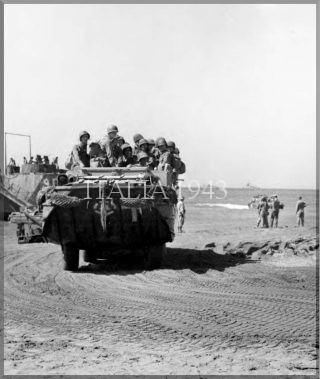 DUKW LANDING AT PAESTUM BEACH salerno_world war italy