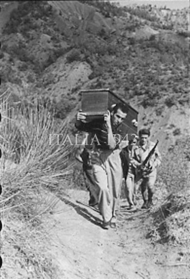 Recupero salme civili trucidati dai tedeschi zona Monte Sole - Marzabotto 1945